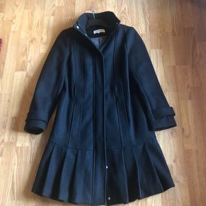 Wool coat, front pleated